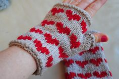 Ravelry: Heart Fingerless Mitts pattern by Gilda Knits