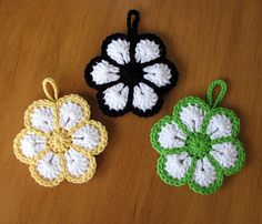 Has anyone seen a pattern for these? little scrubbie for dishes Free Crochet Doily Patterns, Crochet Flower Patterns, Crochet Patterns Amigurumi, Crochet Motif, Crochet Designs, Crochet Doilies, Crochet Flowers, Knitting Patterns, Crochet Home