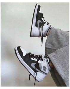 Dr Shoes, Cute Nike Shoes, Swag Shoes, Nike Air Shoes, Hype Shoes, Shoes Sneakers, Jordans Sneakers, All Jordans, Sneakers Sale