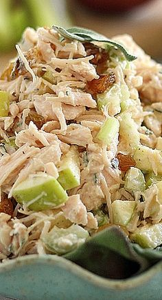 This honey chicken salad with apples and sage makes a great new spin on lunch. It's healthy but filled with flavor. Definitely not your average chicken salad. Healthy Chicken Recipes, Cooking Recipes, Great Recipes, Dinner Recipes, Chicken Salad With Apples, Clean Eating, Healthy Eating, Healthy Meals, Honey Chicken