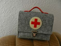 aus kisten und kästchen: Arztkoffer...