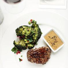 Stek z pieprzem. Steak au poivre.