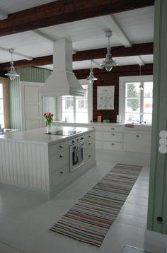 Talo Ahonlaidalla: Ystäviä House Extension Design, House Design, Kitchen Dining, Kitchen Decor, Swedish Decor, Kitchen Hoods, French Home Decor, Interior Design Magazine, Home Decor Store