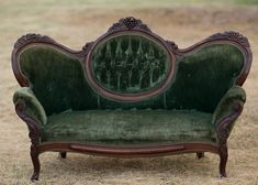Best of Antique Couch, Sofa and Settee Styles – Bring Back the Good Old Days! Victorian Love Seats, Victorian Couch, Antique Couch, Antique Dining Tables, Vintage Sofa, Antique Furniture, Antique Art, Tufted Couch, Upholstered Sofa