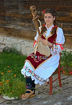 photo: Serbian girl in folk costume - Сербская девушка в народном костюме   photographer: Hunter Romario   WWW.PHOTODOM.COM