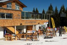 Griessenkarhaus Flachau Griessenkarhaus hotel is located in the Ski Amadé region, 7 km from the centre of Flachau and offers a ski storage room with a ski boot dryer. Guests can benefit from direct access to the slope and 8-er Jet Cable Car.