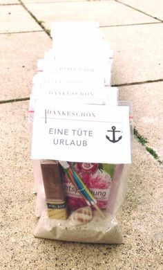 Eine Tüte Urlaub A small bag of holiday for our educators! Thank you for the tireless effort. Related posts: A bag of holiday Diy Presents, Diy Gifts, Diy Birthday, Birthday Gifts, Ideias Diy, Christmas Diy, Holiday, Diy Mask, Stamping Up