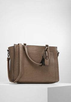 a0d3eb1539 18 Best Leather bags by dbramante1928 images