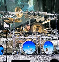 Great huge stage drumkit with multiple kick drums and many percussion instruments with the drumset. Mike Mangini, Zildjian Cymbals, Gretsch Drums, Pearl Drums, Les Artisans, Drum Music, Vintage Drums, Dream Theater, Paulo Freire