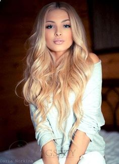 That haircolour is stunning, just lovely blond. (I dislike the yellowish tone in blond hair) 2015 Hairstyles, Popular Hairstyles, Pretty Hairstyles, Style Hairstyle, Stylish Hairstyles, Updo Hairstyle, Wedding Hairstyles, Curly Hairstyles, Curled Hairstyles For Medium Hair