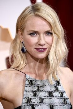 The Oscar Hairstyles that Took Our Breath Away: Naomi Watts' Loose Waves at the 2015 Academy Awards