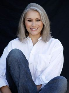 Silver Fox Hair Styles for Medium Texture, Wavy Hair I have gray hair and I want to update my style. Which should I tell my stylist- grow long or styled in a cute bob? Time to create a collection of beautiful silver hair styles. Grey Blonde Hair, Black Hair Dye, Long Gray Hair, Grey Wig, Wavy Hair, New Hair, White Hair, Silver Fox Hair, Silver Foxes