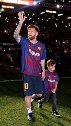 God Of Football, Lionel Messi Barcelona, Leonel Messi, Messi 10, Super Sport, Best Player, American Football, Football Players, Cute Guys