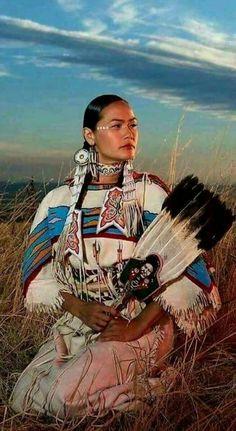 Acosia Red Elk, Shoshone-Bannock tribes Plus American Indian Girl, Native American Girls, Native American Pictures, Native American Artwork, Native American Beauty, Native American Tribes, Native American History, American Indians, American Symbols