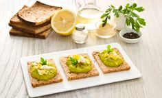 Bruschetta estiva all'avocado        Ingredienti:      • 4 fette di pane ai cereali   •1 avocado   •4 cucchiai di Maionese Calvé Leggera   •1 uovo sodo   •½ limone   •sale   •pepe