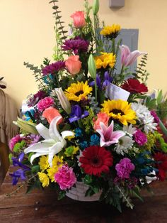 "Fantastic ""long stem roses growing"" information is available on our website. Basket Flower Arrangements, Tropical Floral Arrangements, Flower Arrangement Designs, Altar Flowers, Artificial Flower Arrangements, Beautiful Flower Arrangements, Church Flowers, Exotic Flowers, Beautiful Flowers"