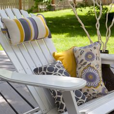 Excellent Gardening Ideas On Your Utilized Espresso Grounds Adirondack Chair Headrest Pillow. This Would Be Easy To Make And Really Convenient Pool Lounge Chairs, Patio Chairs, Outdoor Chairs, Outdoor Furniture, Outdoor Decor, Outdoor Living, Outdoor Stuff, Outdoor Life, Outdoor Projects