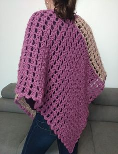 Poncho crosetat tutorial video poze si explicatii jeteu.ro Crochet Top, Pullover, Sweaters, Women, Fashion, Ponchos, Glitter, Moda, Sweater