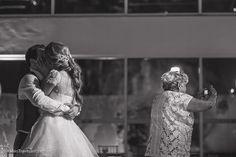 Vem ver que luxo o post da série casamentos reais de hoje, com o isso de Alessandra e Edgard. Cliques de tirar o fôlego de Fábio Travezani! Imperdível: