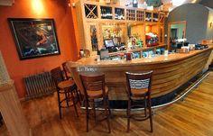 The boat-shaped bar – Foto de Helensburgh, Loch Lomond and The Trossachs National Park - TripAdvisor