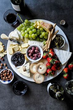 How to make the ultimate holiday cheese board - Simply Delicious. Appetizer   Snacks   Starters   Christmas   Christmas recipe   Festive recipes   Vegetarian   Easy entertaining  