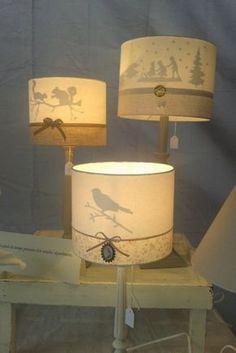 Tous petits extraits de ma participation aujourd'hui à un marché de Noël (en extérieur,sous un barnum, d'où la journée frileuse) ... ...pour vous montrer mes dernières créations....les abat-jour Silhouette... ...le motif apparaît lorque la lampe est allumée......