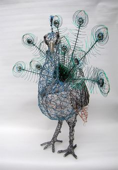 Wire sculpture with handmade glass inserts for the centre of the feathers. Wire used: stripped copper electrical wire, black iron wire, enamelled copper wire, galvanized steel and aluminum wire for frame. Wire Art Sculpture, Soft Sculpture, Abstract Sculpture, Wire Sculptures, Bronze Sculpture, Chicken Wire Art, Peacock Art, Acrylic Artwork, Wire Crafts