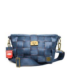 Harvey's, the original seatbelt bag.  I want this purse!