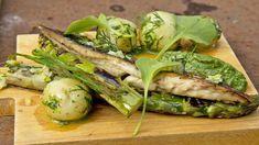 Makrell med brennesle, ramsløk og asparges Tareq Taylor, Fresh Rolls, Avocado Toast, Baked Potato, Asparagus, Chicken, Meat, Dinner, Vegetables