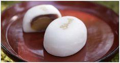 きよめ餅総本家|ていねいに炊き上げたこしあんを、つるんとやわらかい羽二重餅でくるんだ人気の銘菓。 純白に浮き上がる「きよめ」の焼き印は、伝統の証です。 ほっこり甘い栗の実入りも。| 御菓子のご案内|きよめ餅・藤団子(とうだんご) | 愛知県名古屋市