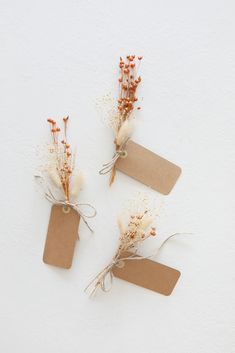 Create simple dried bundles for tablescape name cards. Use for your Thanksgiving tablescape or for your next dinner party. Recreate this look with everything you need from Afloral.com. Watch the full tutorial on IG @afloral.