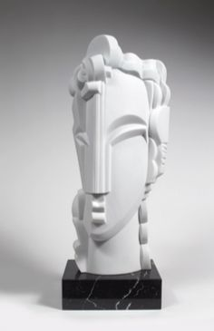 Syracuse sculpture by Kelli Bedrossian in Carrara marble, on a black marble veined with white streaks