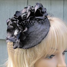 Races Fascinator for Weddings or Cocktail Events
