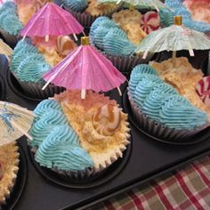 beach birthday party | Muffinfarm » Gaia's birthday cupcake