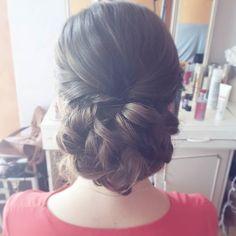 Kolejny dzień ślubnego maratonu  przed Wami fryzura próbna Dominiki   #fryzuraslubna #slub #blogowlosach #dziewczyna #brunetka #blog #instahair #hairlove #hairart #hairartist #weddinghair #wedding #updo #brunette #bride #hairstylistlife # beautiful #loveit #moments