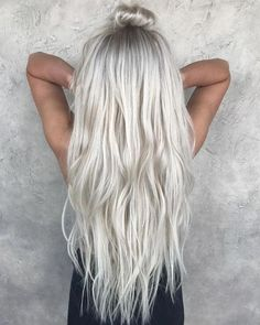 Here's Every Last Bit of Balayage Blonde Hair Color Inspiration You Need. balayage is a freehand painting technique, usually focusing on the top layer of hair, resulting in a more natural and dimensional approach to highlighting. Ice Blonde Hair, Icy Blonde, Platinum Blonde Hair, Silver Blonde Hair, Silver Platinum Hair, Ice Hair, White Blonde, Blonde Human Hair Wigs, Funky Blonde Hair