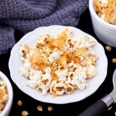 This Garlic Parmesan Popcorn is insanely quick to make, seriously delicious and healthy!