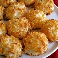 Tasty and Delicious Paleo Coconut Macaroons Easy Desserts, Delicious Desserts, Dessert Recipes, Yummy Food, Paleo Coconut Macaroons, Coconut Milk, Comida Filipina, Paleo Recipes, Cooking Recipes