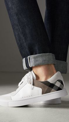Burberry White Sneakers For Men's Style. New Style New Look. Mens Fashion Shoes, Men S Shoes, New Shoes, Uk Fashion, Fashion Photo, Fashion Trends, Tenis Casual, Casual Shoes, White Sneakers