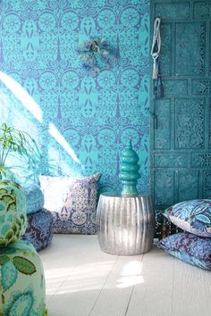 dark blue and turquoise combine nicely in these fabrics and in the wallpaper for a great bohemian effect