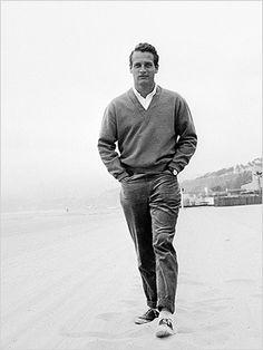 Paul Newman cardigan e tênis: caminhada num dia frio, com estilo.