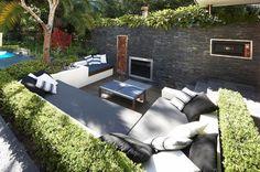 Gartenlounge Design-Ideen-Einbaukamin Hecken Wand-Sichtschutz