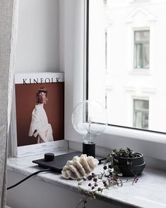 Love to turn on this light in the window when the curtains are closed it gives a soft glow to the living room Interior Styling, Interior Design, Living Room Accessories, Bright Homes, Living Room White, Bay Window, Boy Room, Living Room Designs, Blog