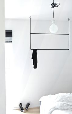 we could make something like this to hold clothes that need to air dry!