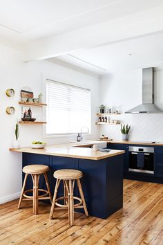 Small kitchen with wood countertops, dark blue cabinets, and floating wood shelves and modern stainless steel vent hood Kitchen Room Design, Kitchen Layout, Home Decor Kitchen, Kitchen Living, Interior Design Kitchen, New Kitchen, Home Kitchens, Small Modern Kitchens, Small Kitchen Diner