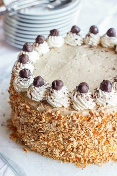 Hazelnootschuimtaart Bread Cake, Pie Cake, No Bake Cake, Just Desserts, Delicious Desserts, Dessert Recipes, Yummy Food, Dutch Recipes, Sweet Recipes