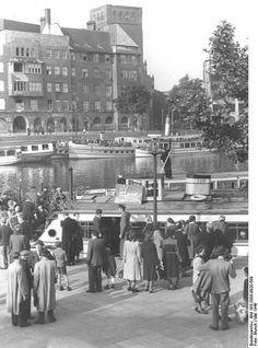 Berlin-Jannowitzbruecke 1949,Ausflugsdampfer an einem Sonntag....