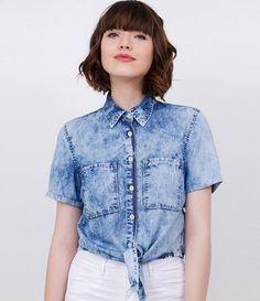 Camisa feminina  Cropped  Manga curta  Com bolsos  Marmorizada  Com amarração  Marca: Blue Steel  Tecido: jeans  Composição: 67% viscose, 33% algodão  Modelo veste tamanho: P         COLEÇÃO VERÃO 2018     Veja outras opções de    blusas femininas   .