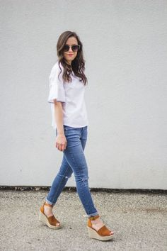 Wedge Sandals Outfit, Espadrilles Outfit, Brown Wedges Outfit, Sport Sandals, Shoes Heels, Wedge Shoes, Looks Camisa Jeans, Looks Jeans, Cute Spring Outfits