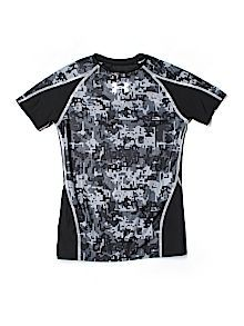 6d0d92a23f3b Practically New Size Large youth Under Armour Activewear T-shirt for Boys